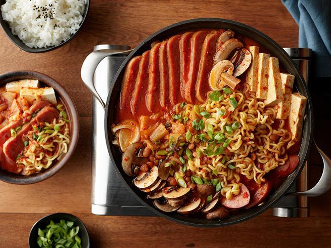 https://www.spam-ph.com/recipe/spam-classic-budae-jjigae-army-stew/